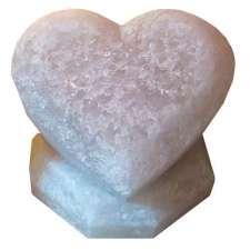 """Соляной светильник Артемсоль, """"Сердце лежачее"""", среднее на соляной подставке"""